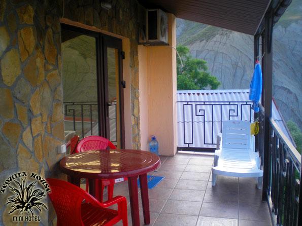 Лоджия номера 32 -жилье и Отдых в котедже в Орджоникидзе Крым