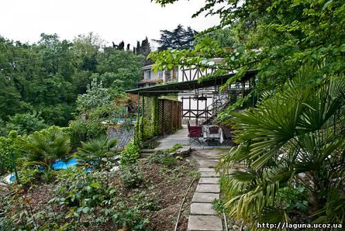 Снять дом в Ливадии садом
