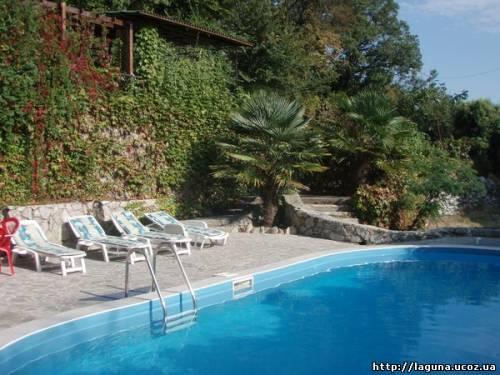Снять дом в Ливадии с бассейном