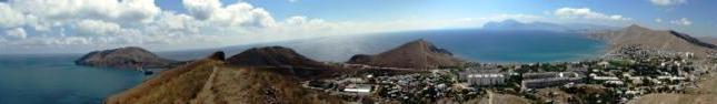 Вид на поселок Орджоникидзе,заповедник Карадаг и полуостров Киик-Атлама