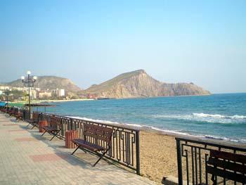 Орджоникидзе. Весенний день. Вид на центральный пляж